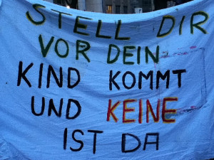 Plakat-Hebammen-Mahnwache-Berlin
