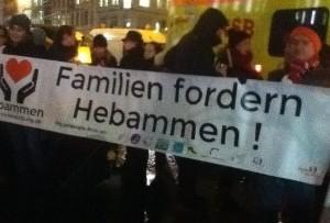 Hebammendemo – warum Eltern und Kinder auf die Straße gehen