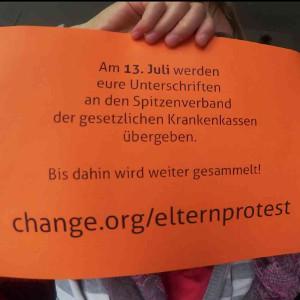 Elternprotest Hebammen Aktion