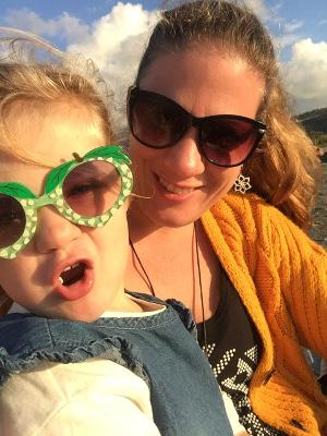 Strandtag Mama und Tochter